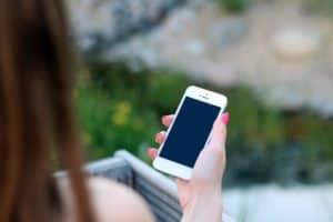 Sympathisch wirken. Verzicht aufs Smartphone ist essentiell.