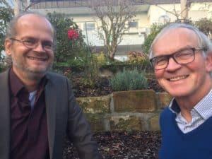 Mitarbeiter motivieren. Wolfgang Neumann (rechts) im Gespräch mit Matthias Stolla.