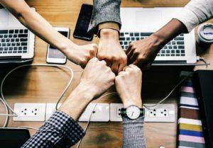 Zusammenarbeit erfordert gut trainierte Mitarbeiter. Great Growing Up macht genau das.